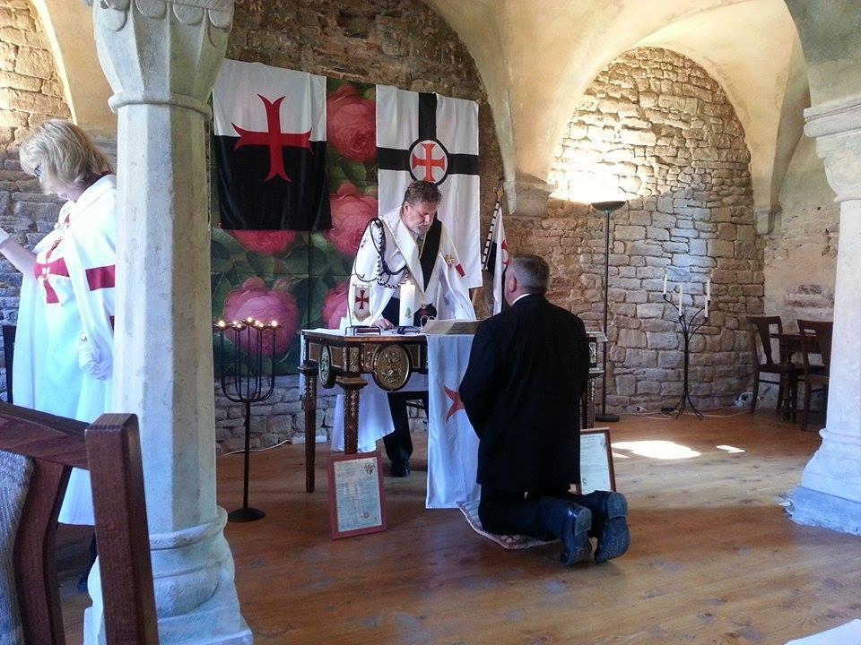 Aufnahme eines Postulanten und Beginn des Noviziats während eines Kapitels.